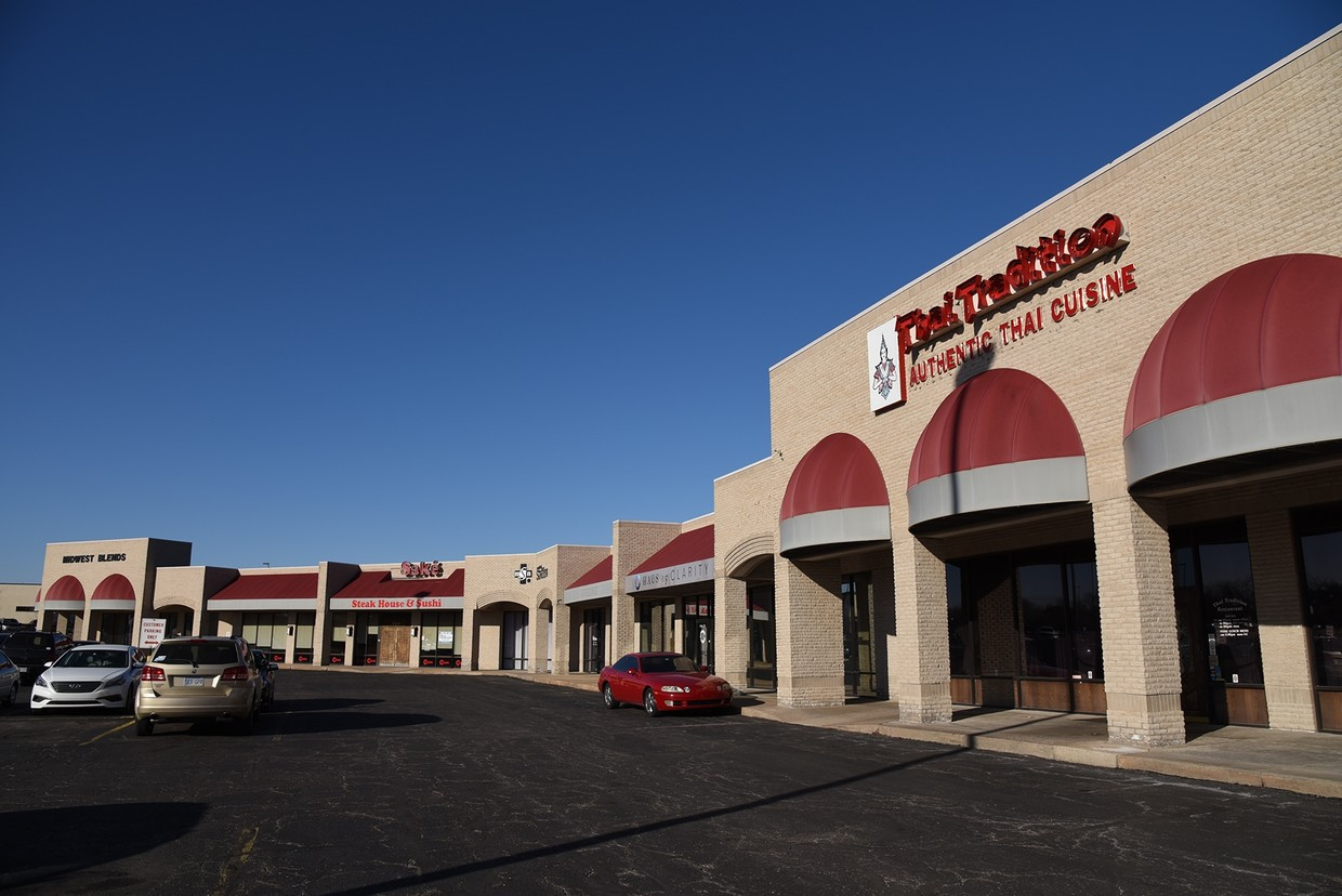 Three retail buildings on Carriage Parkway that is suitable for mixed-use retail, office, medical, and service businesses
